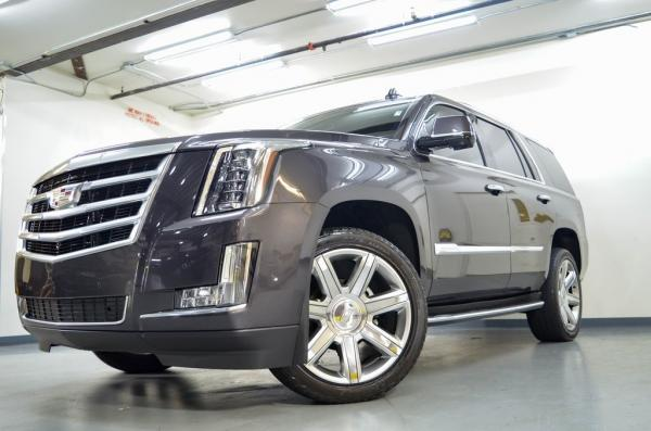 Used 2017 Cadillac Escalade Luxury for sale Sold at Gravity Autos in Roswell GA 30076 4